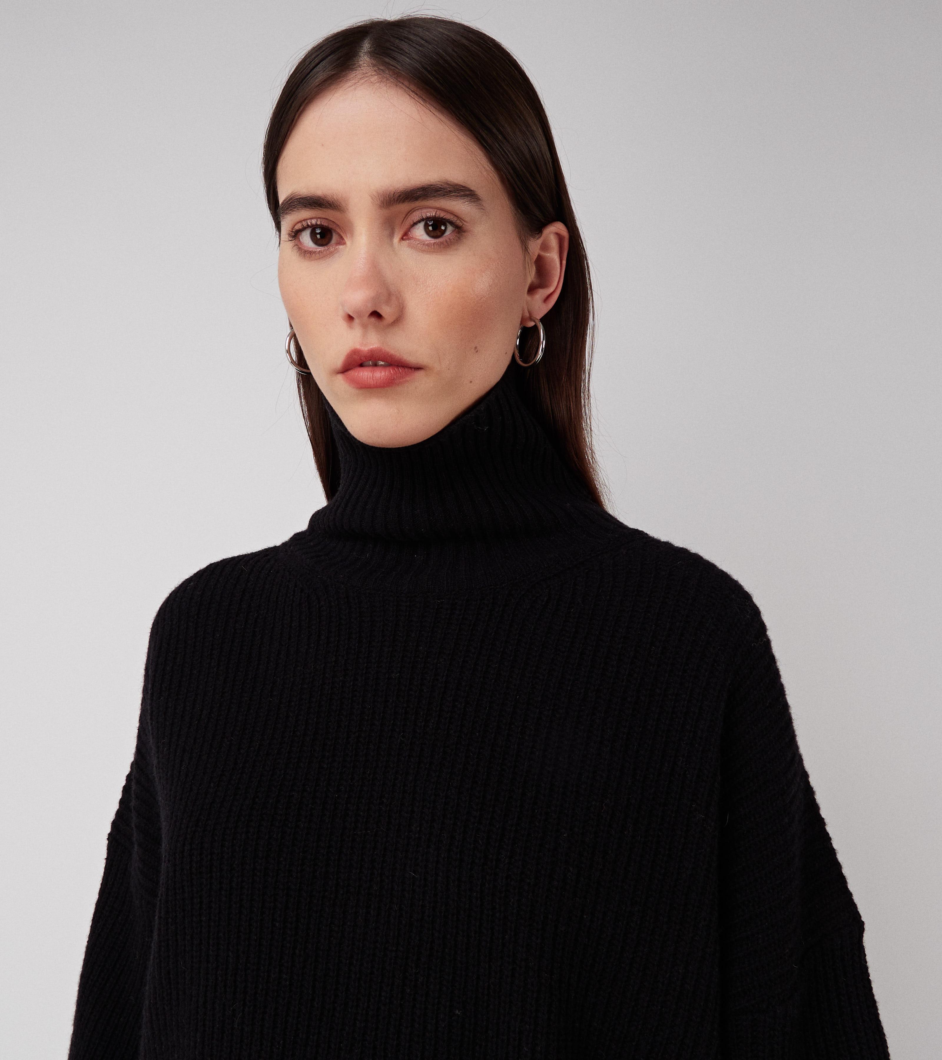 Kara Turtle Sweater Pitch Black
