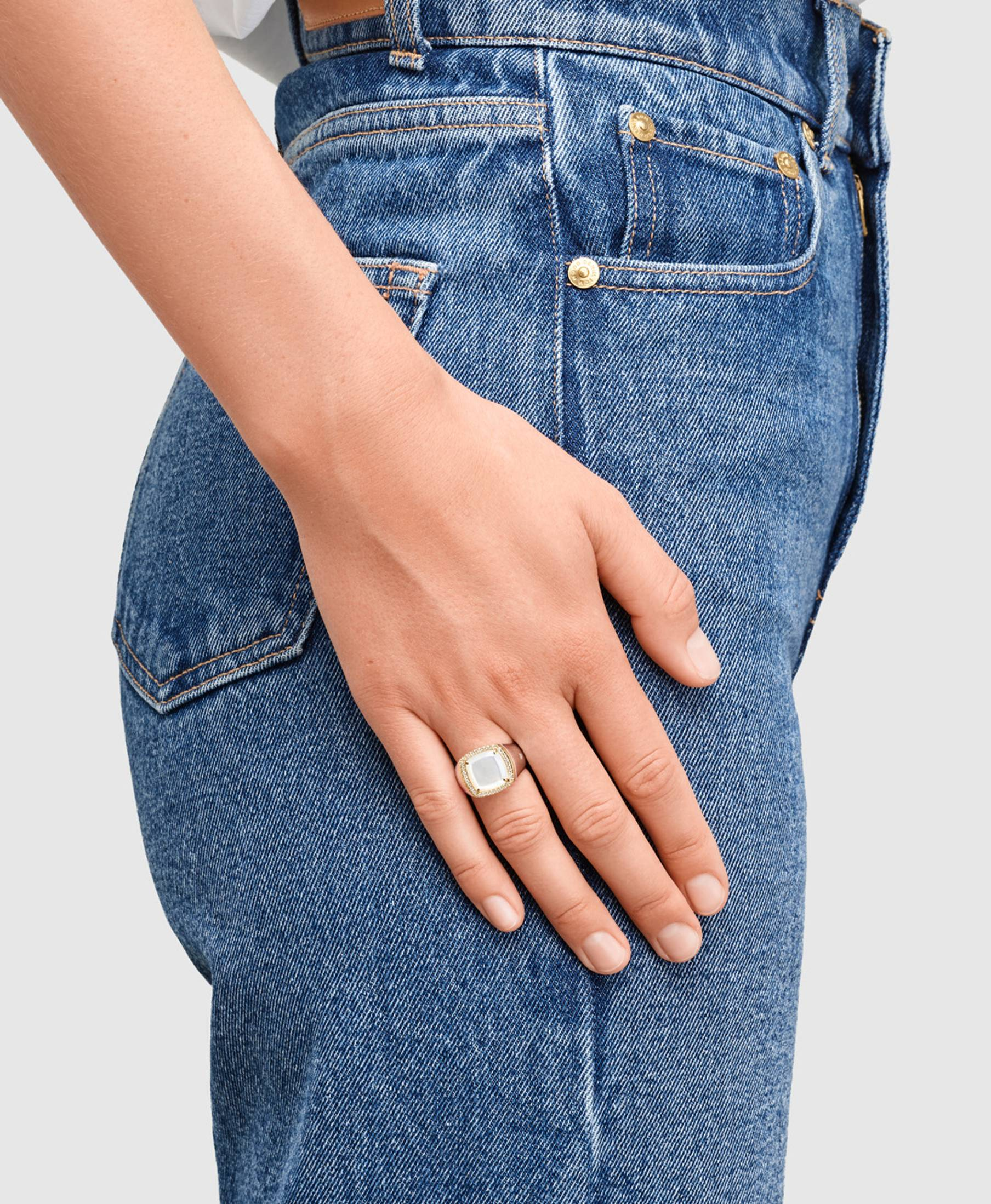 May Ring White Mother of Pearl Diamond